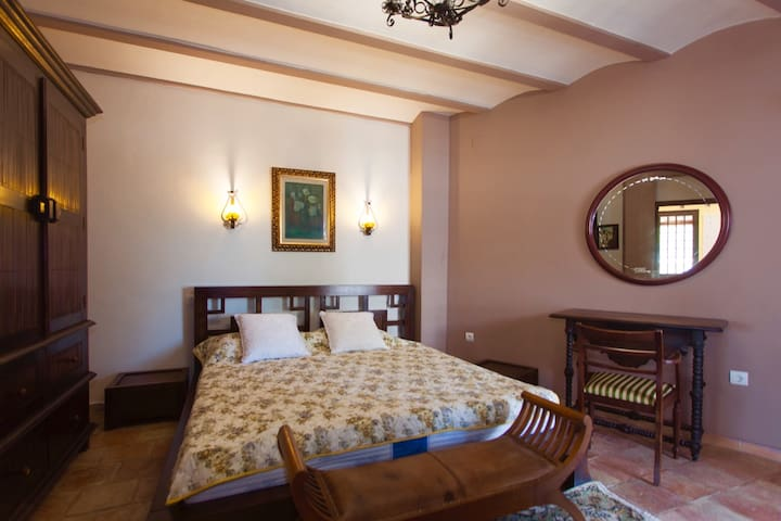 Unique precious bedroom  +en-suite, with sea view