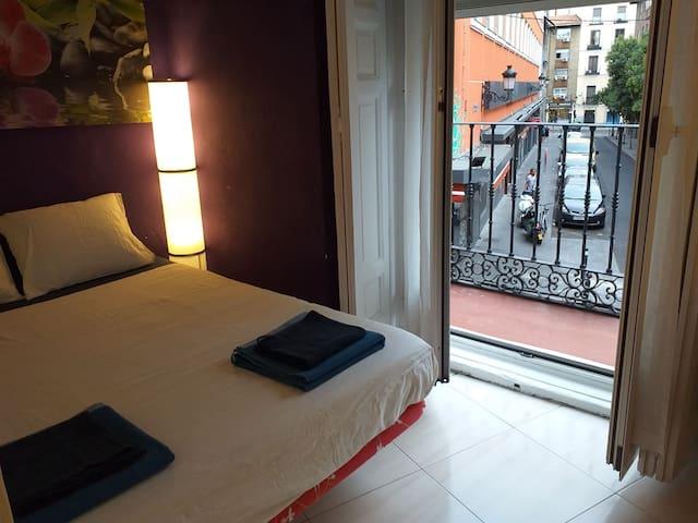 ROOM IN THE CENTER OF MADRID