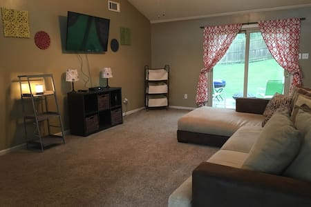 EXCELLENT Location! Close to Shopping and More!! - Lexington