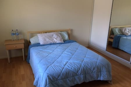 Specious, clean, private, bright, and airy room - Sunnybank Hills - House