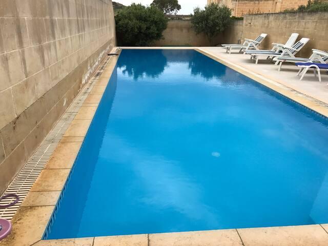 Modern 4BR villa with pool - Kerċem - Villa