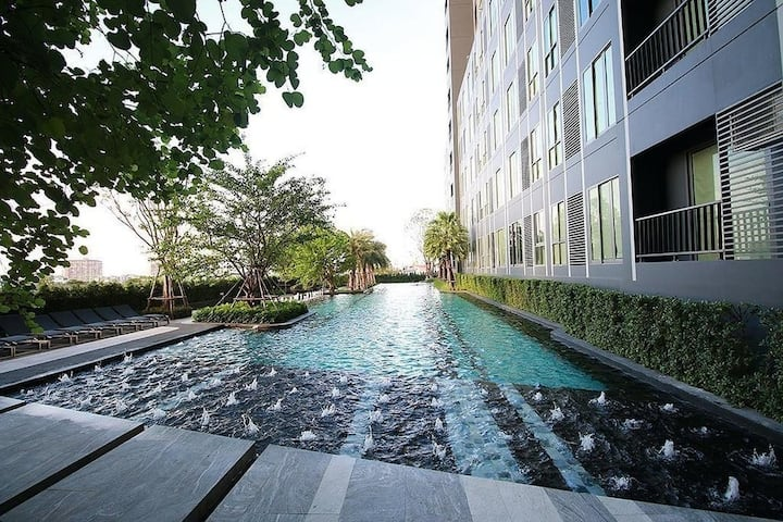 Condo Ideo BTS Bagna, with swimming pool and gym