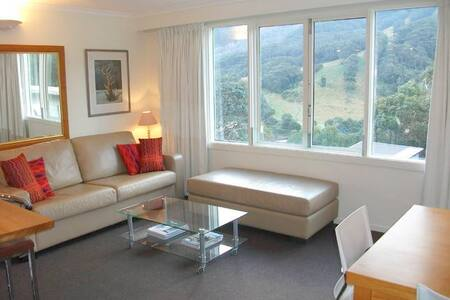 Thredbo Village 3-Bedroom Unit with Mountain View