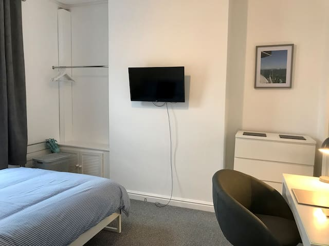 "£120/Week, Bills, 32"" Smart TV & WIFI inc. by BAE"