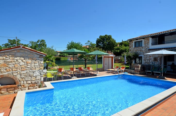 Apartment with pool near Rovinj - Šorići - Apartamento