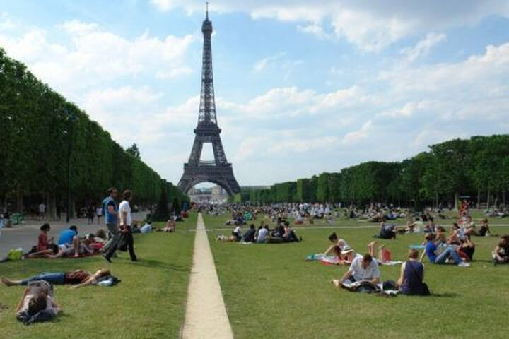 New Cosy flat -2 min - walk to the Eiffel Tower