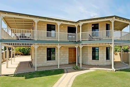Island View Beach House - Premium Beach Front