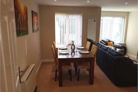 Donington 5 - Two Bed Fully Serviced Apartment - Castle Donington