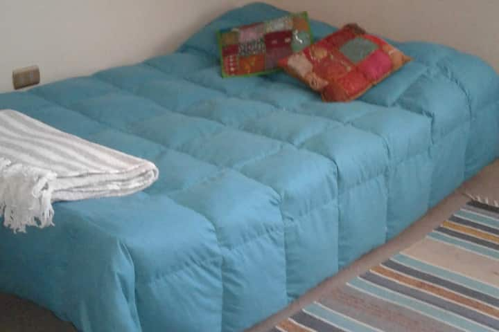 Cómoda habitación privada en casa familiar!!
