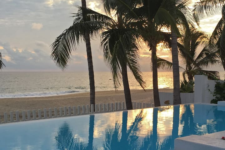 Awesome Beach Front Villa - 2 Deluxe Rooms - Acapulco - House