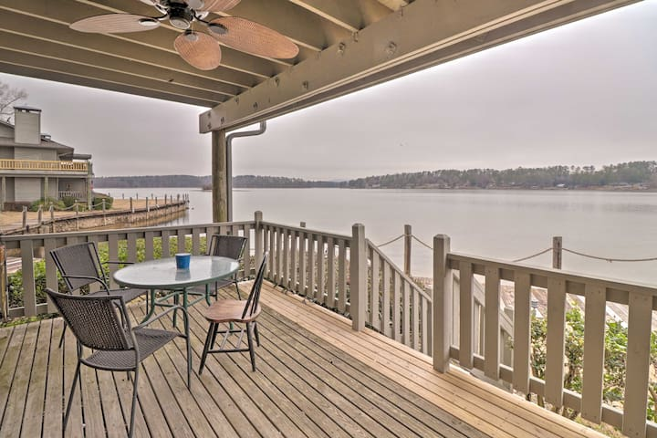 NEW! Lake Hamilton Retreat w/View & Prime Location