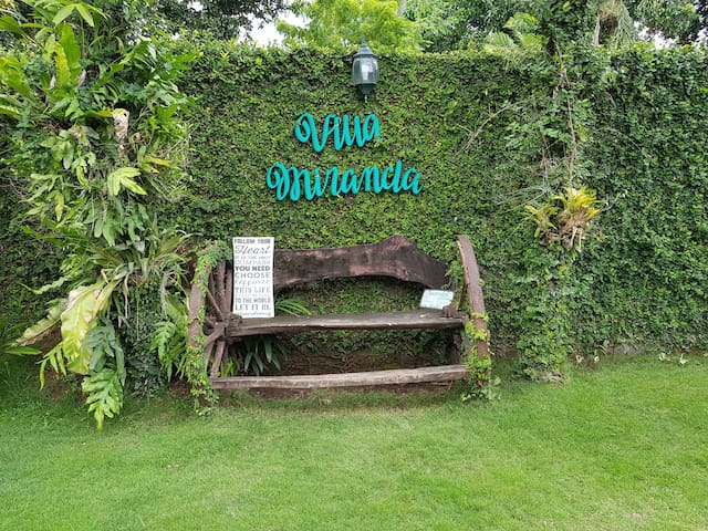 Villa Miranda Cotabato: Bed & Breakfast for 2