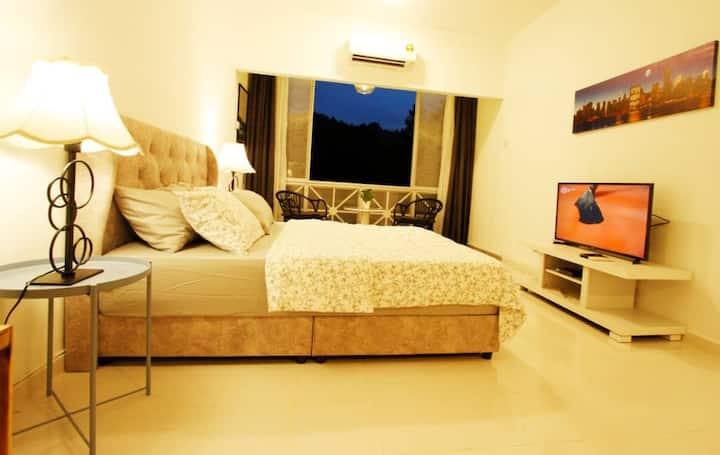 Holihome Roses. A warm and cosy studio apartment,