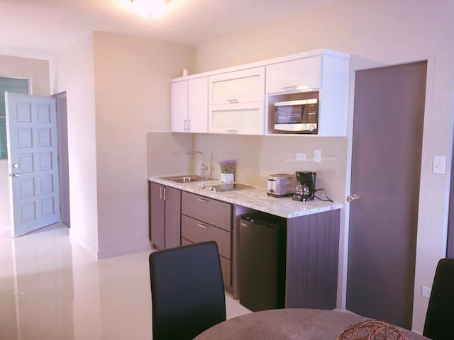 *SALE* Large 1 BR Steps to Beach with Parking-LA1