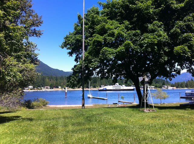 Kootenay Lake Front Cottage Pets Welcome