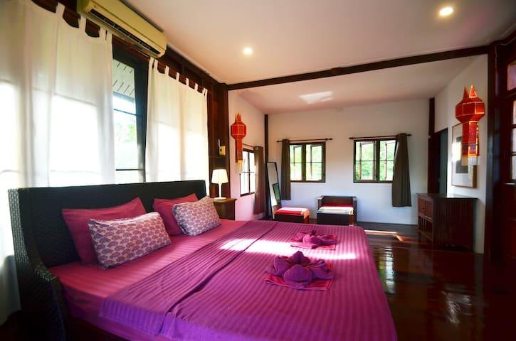 bedroom with kingsize bed 2nd floor.