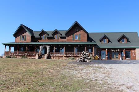 Samson's Whitetail Mtn Peaceful Rustic Lodge Home - Vienna