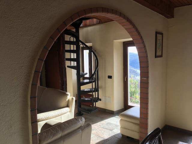 Schönes Haus mit wunderbarer Aussicht - Coiromonte - บ้าน