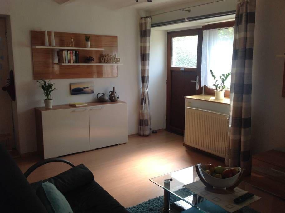 1 zimmer apartment mendelini appartementen te huur. Black Bedroom Furniture Sets. Home Design Ideas