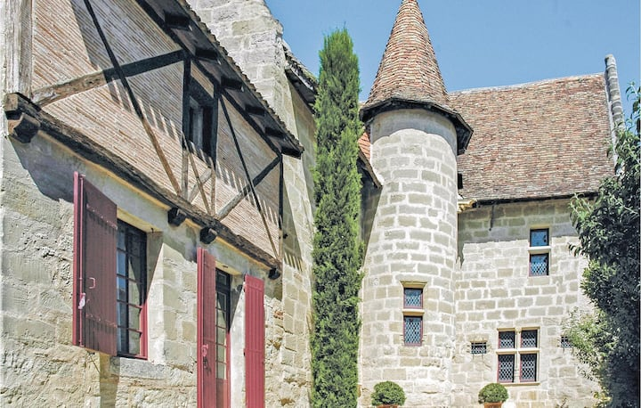 Holiday cottage with 8 bedrooms on 720m² in Birac sur Trec