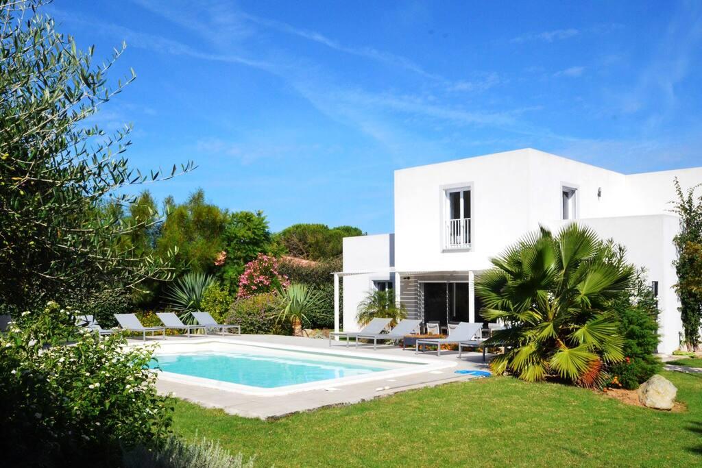 Villa 4 chambres à étage avec piscine privée
