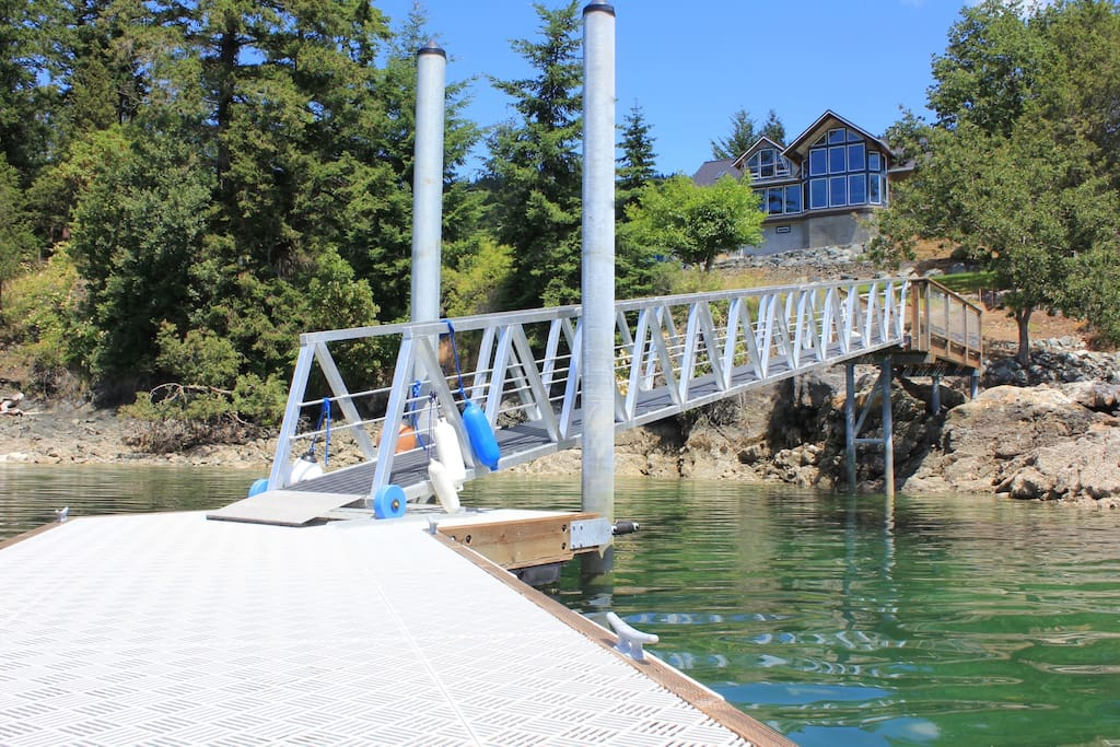 Private dock and waterfront at your cottage doorstep. Proprietor's house above dock is not for rent.