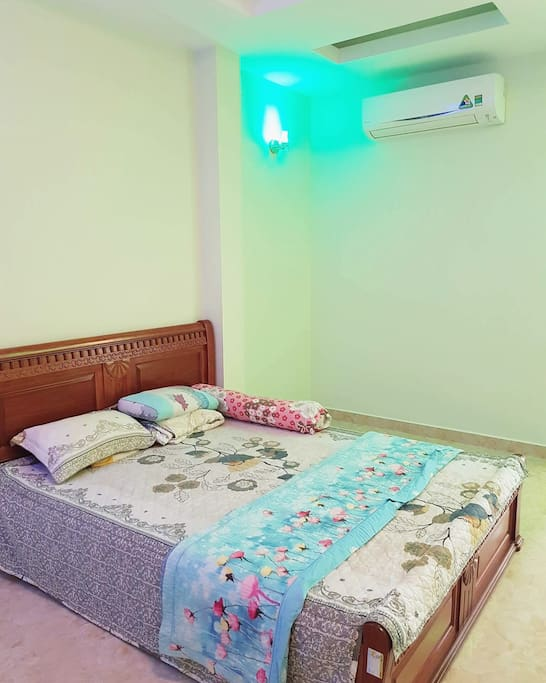 Bedroom very big with comfor blanket and air conditioner