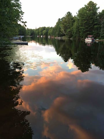 Bee to Zee Muskoka River Retreat.