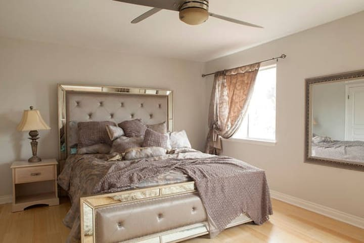 Master Bedroom with private bathroom and closet - Lomita - House