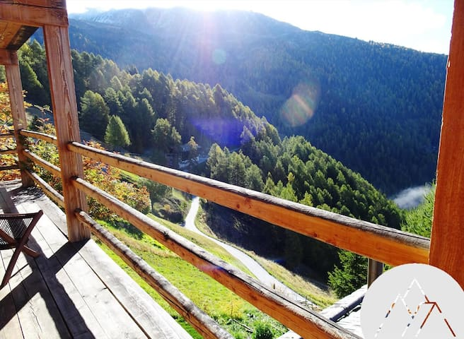 GRENIER - Nice apartment in chalet for 2 people, located in the old village of Chandolin with a view on the Val d'Anniviers.