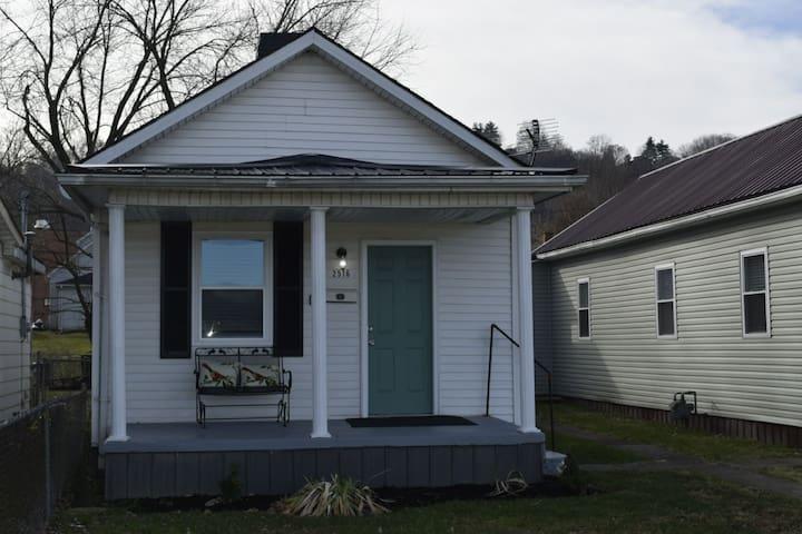 Charming Ashland Cottage totally redone!