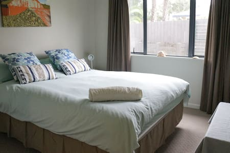 Private double room near Albany Mall & Massey Uni - Auckland