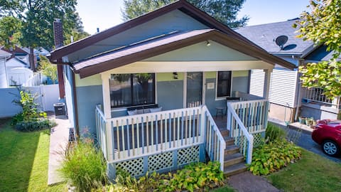 Warm Cozy Beachy Bungalow with Private Back Yard
