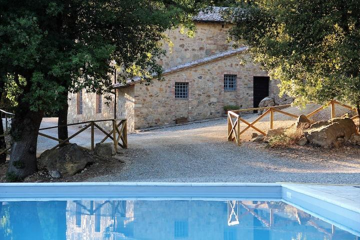 Appartamento vista piscina a pochi passi da Siena