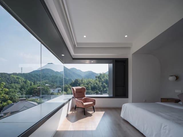 莫干山脚下-地暖超大飘窗山景房 Super mountain view King size Room