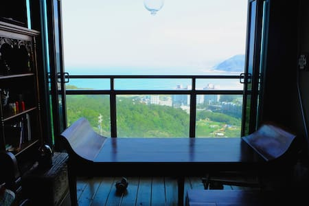 ZoneOut_ Private room with balcony - 萬里區