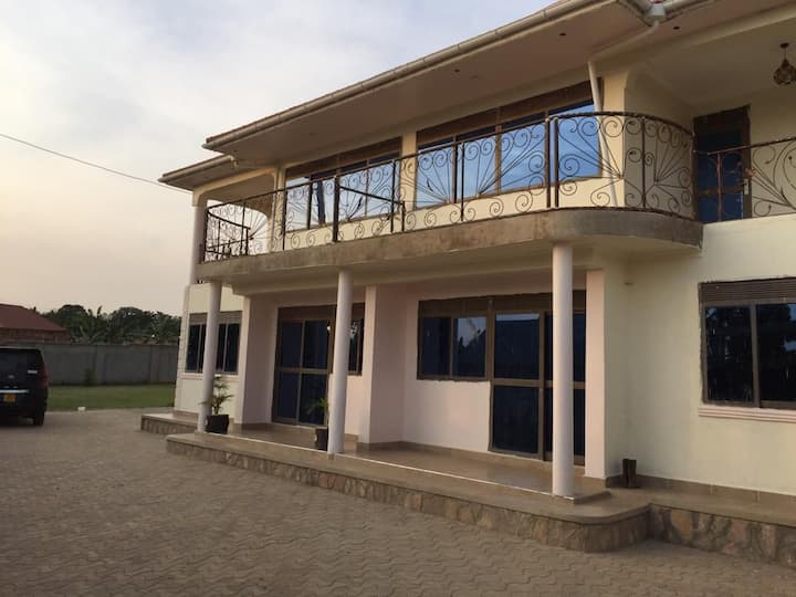 Big house, Full Board, Village north of Kampala