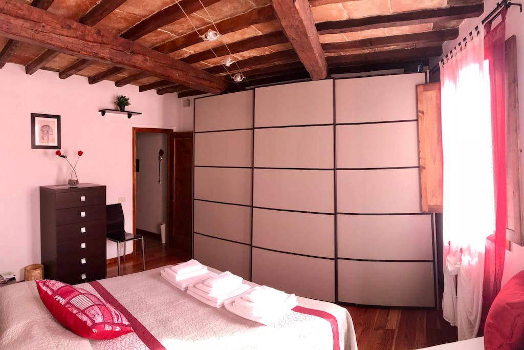 Ampio Armadio.... Amplio placard.... Big size wardrobe