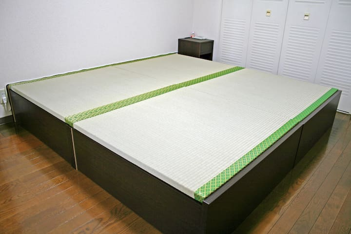 King size Tatami bed
