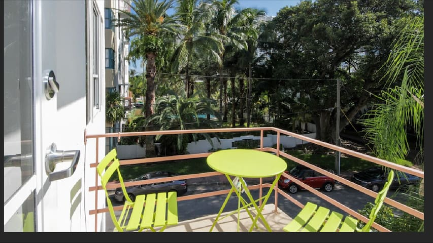 306 Mantell Studio w/ balcony steps from the beach