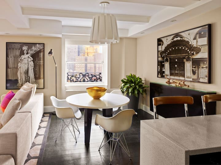 Luxury Designer Suite in Times Square w/ Breakfast