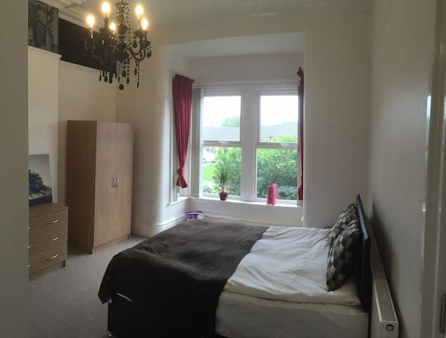 Double room with en-suite - Wigan