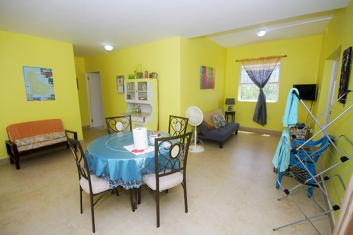 Cozy 1 bedroom apt with amenities.