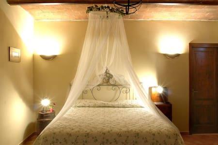 Romantica camera immersa nel verde - Volterra
