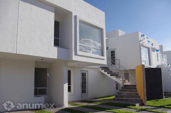 Habitación Privada en Juriquilla atras UVM - Santiago de Querétaro - Pis