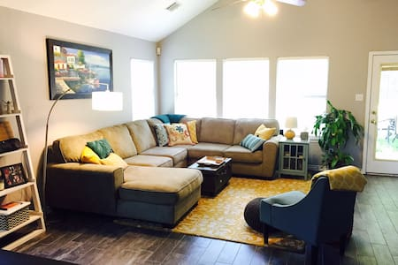 Beautiful family friendly home in south Austin. - 奥斯丁 - 独立屋