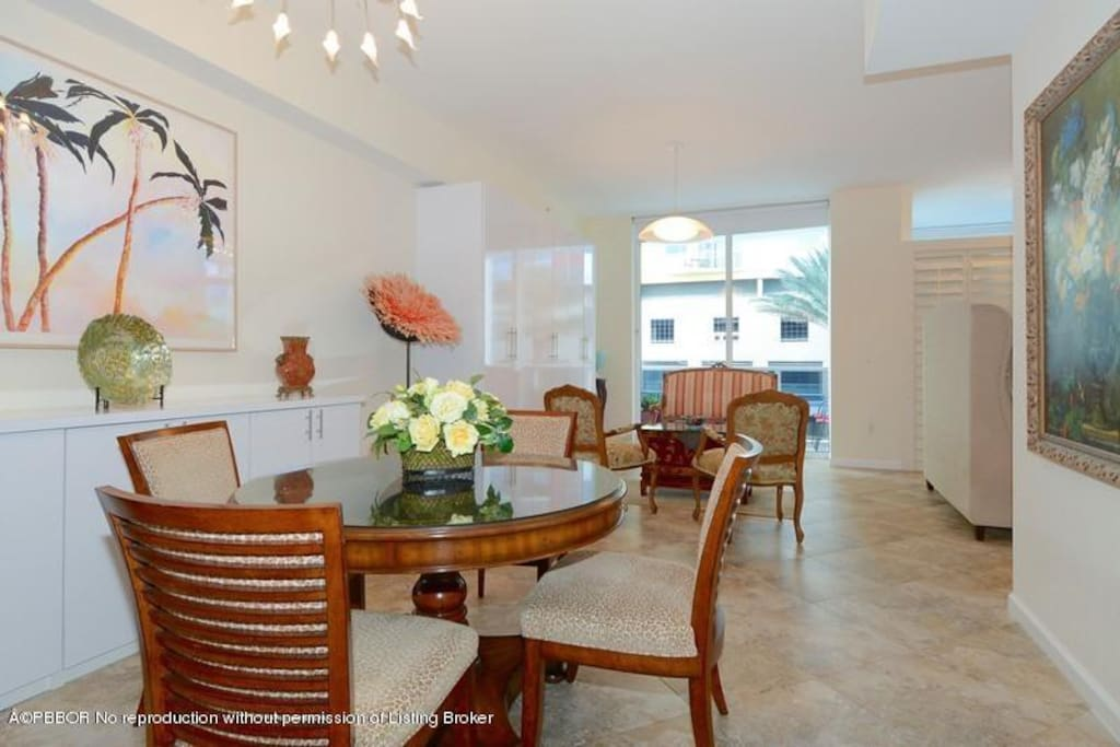 Opposite direction, showing beautiful porcelain tile floor & 10' high ceilings
