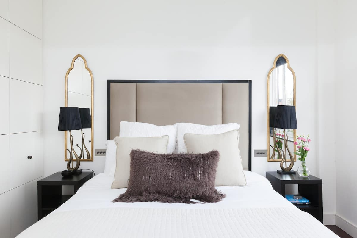 City Chic Flat with Garden Views in London's Most Glamorous District