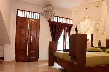Deluxe monkey and jungleview room - Bukit Lawang