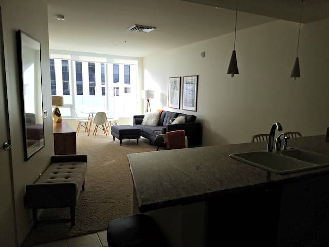 Upscale Mid-century Loft in Heart of Downtown PHX
